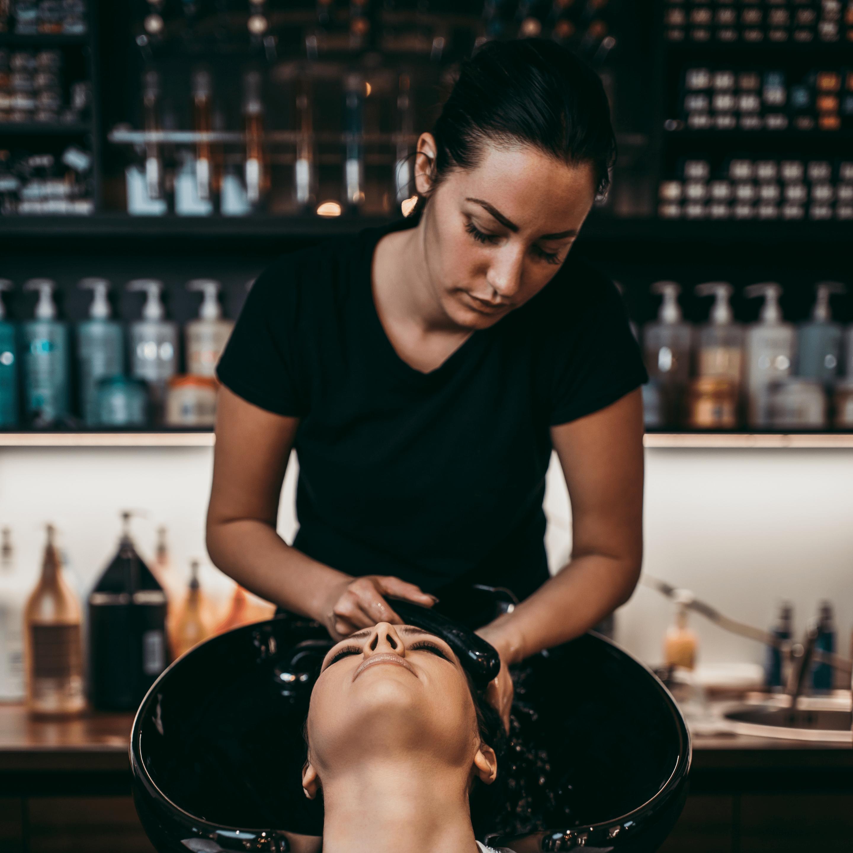 Meaghan doing a clients shampoo