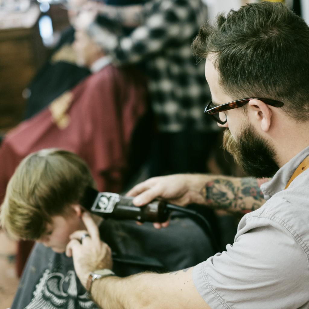 Jonathan Pearse Barber cutting hair